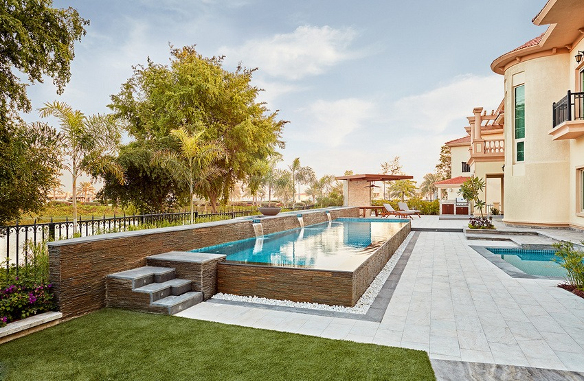 outdoor-garden-with-swimming-pool
